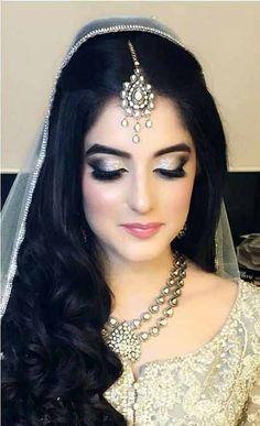 Best Pakistani engagement makeup for grey bridal dress Pakistani Bridal Makeup, Pakistani Wedding Dresses, Bridal Jewellery Inspiration, Bridal Jewelry, Wedding Beauty, Wedding Makeup, Dream Wedding, Makeup For Grey Dress, Engagement Makeup