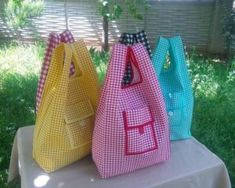 APRENDE HACER BOLSO DE TELA PARA IR DE COMPRAS PASO A PA Sewing Art, Sewing Crafts, Cute Sewing Projects, Sewing Courses, Bag Pattern Free, Knitted Baby Clothes, Sewing Material, Simple Bags, Fabric Bags