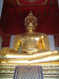 Gold Buddha at one of the Ayyuthaya sites.