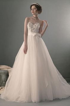 How's this for gorgeous with a modern touch? Mila by St. Pucchi, 2014