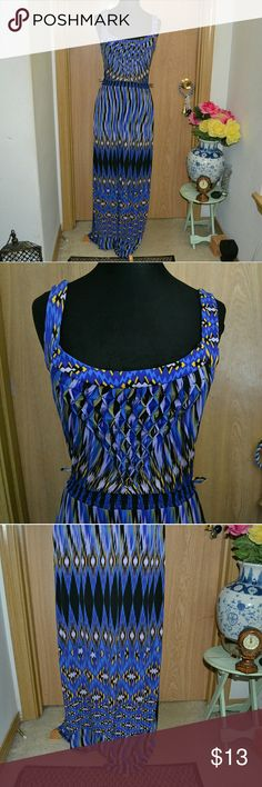 Volume one dress Smoke free home! I ship Monday-Friday! Buy 3 get one FREE! A gorgeous maxi dress size medium in good condition 95% polyester 5% spandex. By the brand volume one dresses. Missing the belt. volume one Dresses Maxi