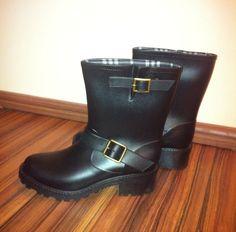 Black gum boots