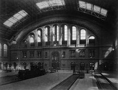 De stationshal van het Anhalter Bahnhof omstreeks de opening in 1880