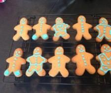 Recipe Gingerbread Men by Classmyth, learn to make this recipe easily in your kitchen machine and discover other Thermomix recipes in Baking - sweet. Ginger Bread Biscuits, Ginger Bread Cookies Recipe, Christmas Cooking, Christmas Fun, Christmas Recipes, Christmas Treats, Holiday Recipes, Gingerbread Men, Gingerbread Cookies