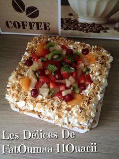 Ingrédients : Génoise pour un moule Carré 24x24 : 125 gr de Farine 125 gr de Sucre en poudre 4 Oeufs... Cake Decorating, Oatmeal, Food And Drink, Cheese, Breakfast, Crack Crackers, Custard, Pastries, Tarts