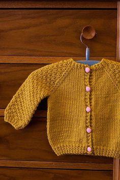 Baby Knitting Patterns Sweter Ravelry: The Little Capri& Favorite Cardigan Cardigan Bebe, Knitted Baby Cardigan, Knit Baby Sweaters, Mustard Cardigan, Baby Knits, Baby Knitting Patterns, Knitting For Kids, Baby Patterns, Free Knitting