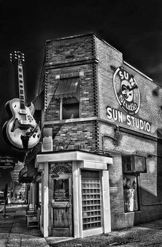 Sun Studio, where Elvis Presley, Johnny Cash, Carl Perkins and Jerry Lee Lewis… Jerry Lee Lewis, Elvis Presley, Rockabilly, Sam Phillips, John Mellencamp, Sun Records, American Bandstand, Rockn Roll, Johnny Cash