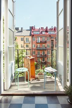 suelo espigado encerado de madera de roble Mini piso en look total white estilo nórdico escandinavo decoración pisos pequeños nórdicos decor...