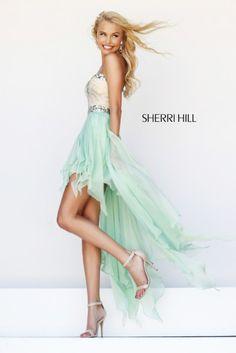 Vestido fresco y muy juvenil en color verde de la diseñadora Sherri Hill