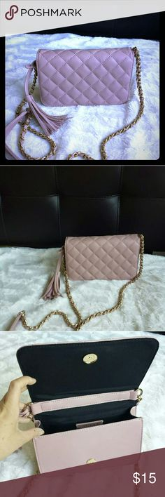 """Forever 21 Quilted Soft Pink Crossbody w Tassel Like new! Only wore once!  Beautiful soft pink. Perfect condition, no flaws! 8""""×4.75""""×2.5"""" Forever 21 Bags Crossbody Bags"""