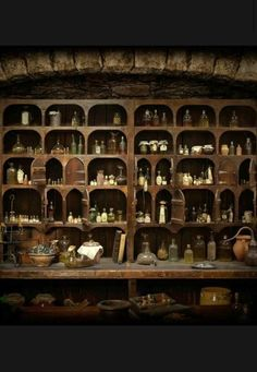 Diagon Alley>>> no actually it's from Outlander. Witch Cottage, Witch House, Bar Medieval, Medieval Market, Slytherin, Hogwarts, Apothecary Cabinet, The Apothecary, Cabinet Of Curiosities
