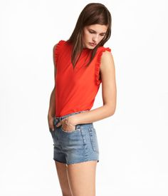 Red. Sleeveless top in soft, ribbed jersey with narrow ruffle trim at neckline and armholes.
