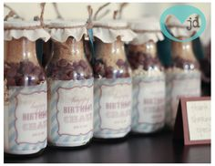 milk bottle cookies: great gift idea at christmas or as a party favor.