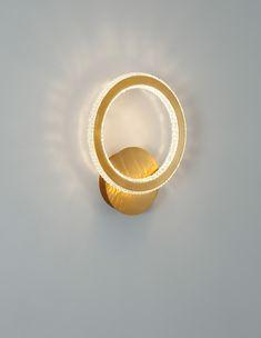 A Nova Luce teljesen új, 2021-es Cilion termékcsaládja népszerű formájának köszönhetően szinte bármilyen stílusú lakásba tökéletesen illeszkedik. Skandinavisch Modern, Lucet, Wall Spotlights, Fairmont Park, Gold Walls, Hand Blown Glass, Types Of Metal, Shapes, Design
