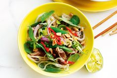 SICHUAN BEEF NOODLE SALAD Healthy Pasta Recipes, Pasta Salad Recipes, Noodle Recipes, Low Carb Recipes, Beef Recipes, Wok, Pak Choy, Chili, Beef And Noodles