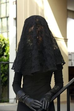 This is what the Queen can wear to the funeral. It is still a time of mourning for Ophelia's death and the Queen is still hurt about it. This adds to the mourning and sad tone of Ophelia's funeral. Funeral Dress, Funeral Attire, Funeral Outfits, Pretty Little Liars Mode, Pretty Little Liars Fashion, Mourning Dress, Gothic Mode, Black Veil, Gothic Wedding