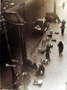 hollyhocksandtulips:    Harlem, 1930's, Aaron Siskind