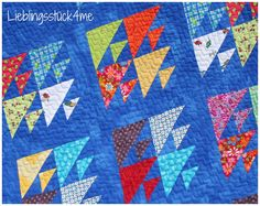 close up of a scrappy fishes quilt with a lovely deep blue background, by nicole, from the lieblingsstück 4 me blog (lieblingsstueck4me)