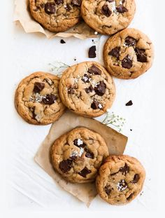 cookies photography - cookies ` cookies recipes ` cookies recipes easy ` cookies and cream cookies ` cookies and cream cake ` cookies from cake mix recipes ` cookies packaging ` cookies photography Cocina Light, Cookie Recipes, Dessert Recipes, Food Flatlay, Food Porn, Food Photography Tips, Aesthetic Food, Chocolate Chip Cookies, Chocolate Pastry