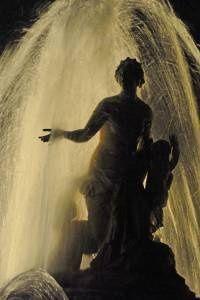 Mise en lumière spectaculaire dans les jardins de Versailles