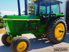 Van Sickle Spotlight: This beautiful John Deere 4430 was restored by Ryan Z in Arenzville, IL. This classic was restored and repainted using Van Sickle Tractor Enamels and/or Van Sickle Urethane Hardener. Jd Tractors, John Deere Tractors, John Deere Equipment, Used Vans, Classic Tractor, Enamels, Mopar, Illinois, Spotlight