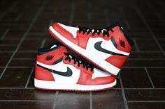 Nike Air Jordan 1 Retro - White Varsity Red Black