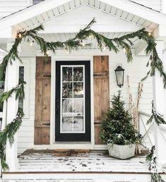 Farmhouse christmas porch ideas 37 super Ideas – The Best DIY Outdoor Christmas Decor Front Porch Remodel, Winter Porch, Winter Home Decor, Farmhouse Front Porches, Porch Decorating, Decorating Ideas, Decor Ideas, Holiday Decorating, Fun Ideas