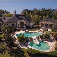 That's my dream home backyard goals! That's my dream home backyard goals! Dream Home Design, My Dream Home, House Design, Dream Mansion, Luxury Pools, Luxury Swimming Pools, Big Pools, Luxury Homes Dream Houses, Luxury Estate