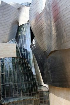 Frank Gehry....Guggenheim Museum Bilbao