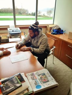 DE Bennett re-signs with Seahawks for 4 yrs American Football League, National Football League, Seahawks Football, Seattle Seahawks, Michael Bennett, Nfc West, 12th Man, Embedded Image Permalink, Nfl