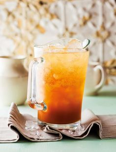 Ice-tea made with South African rooibos tea Rooibos Iced Tea Recipe, Iced Tea Recipes, Cocktail Recipes, Drink Recipes, Summer Drinks, Fun Drinks, Healthy Drinks, Cold Drinks, Beverages