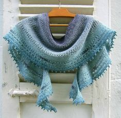 Rosa Rosae is a crescent shawlette worked from the neck down in fingering weight yarn. It can be knit in a variety of sizes making it truly adaptable. Knitted Shawls, Knitted Bags, Crochet Scarves, Knit Crochet, Knitting Stitches, Hand Knitting, Knitting Patterns, Crochet Patterns, Prayer Shawl Patterns