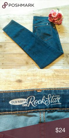 """NWT Old Navy The Rock Star Jeans Size 14 This listing is for a brand new pair of Old Navy Rock Star Jeans In a size 14. They are 70% cotton, 28% polyester and 2% Spandex. The inseam measures at 30"""".   #300 Old Navy Jeans Skinny"""