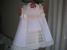 SOLO ROPITA DE BEBE EN PUNTO, GANCHILLO Y TELA                                                                                                                                                                                 Más Cute Outfits For Kids, Toddler Outfits, All Fashion, Kids Fashion, Baby Kids, Baby Boy, Christening Gowns, Heirloom Sewing, Linen Dresses