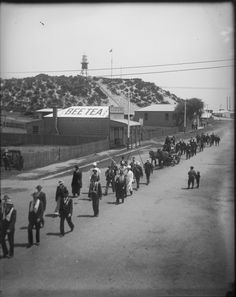 A procession in Victoria Street, Bunbury, 1907 Wa Gov, Wood Worker, Victoria, Western Australia, Historical Photos, Past, Dolores Park, Old Things, History