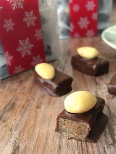 Chocolats fourrés à la pâte d'amande maison Fondant Au Caramel, Sweet Cooking, Sweet Tooth, Sweet Treats, Pudding, Sweets, Vegan, Desserts, Recipes
