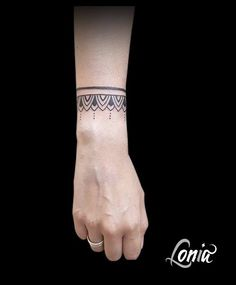 Check the way to make a special photo charms, and add it into your Pandora bracelets. Tatouage Lonia Tattoo Bracelet Ornement