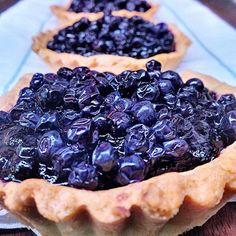 Crostata di mirtilli: Blueberries' tart recipe by Aurelio Barattini straight from Antica Locanda di Sesto in Lucca, Tuscany, Italy.