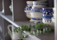 Country Kitchen, Country Living, Blue And White China, White Houses, Decoration, Tableware, Family Life, Shelf, Cottage