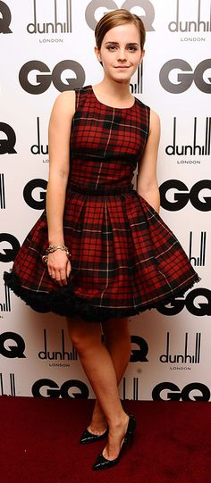 Emma Watson In Alexander McQueen Tartan Dress This beautiful Tartan dress accompanied by high pointed heels is one of her favorite dress. Emma Watson In Emma Watson Casual, Emma Watson Outfits, Emma Watson Style, Emma Watson Makeup, Tartan Clothing, Tartan Fashion, Iconic Dresses, Tartan Dress, Casual Outfits