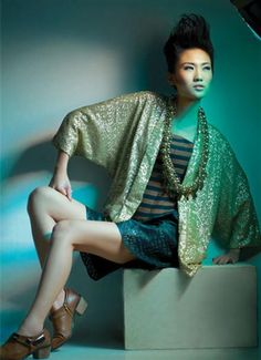Bling Thing. Stylist : Mira Monika, Aulia Fitrisari. Fotografer : Suryo Tanggono. Model : Gani.