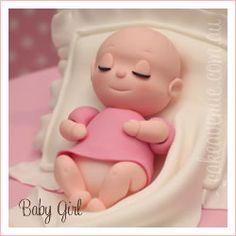 esta beba,shhh,shh,cuidado durmiendo,no se lleven el pastel!!!!!