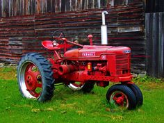 Old Farm Scenes | 1948 McCormick Deering Farmall farm tractor