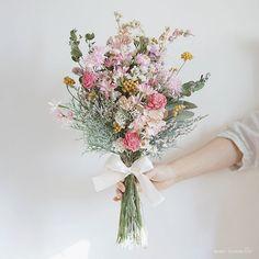 Peach wedding bouquet, Natural wedding flowers, We Natural Wedding Flowers, Natural Bouquet, Lavender Bouquet, Dried Flower Bouquet, Prom Flowers, Bride Flowers, Simple Wedding Bouquets, Flower Bouquet Wedding, Floral Wedding