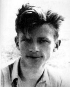 """Jan Bytnar ps. Rudy. Aresztowany przez gestapo, uwięziony na Pawiaku i przesłuchiwany w Alei Szucha, został odbity przez przyjaciół w czasie akcji """"Pod Arsenałem"""". Niestety, wskutek odniesionych na torturach ran zmarł 30 marca 1943 r."""