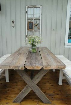 Bilderesultat for bord av gamla plankor Patio Table, Diy Patio, Diy Table, Dining Table, Outdoor Dining, Outdoor Tables, Outdoor Decor, Cottage Shabby Chic, Diy Terrasse