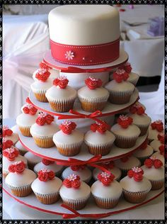 Gone are the days when a large single cake is placed in the middle of the table to be cut by the bride and the groom. Nowadays people prefer cupcakes to be a more convenient option to provide their guests.