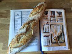Baguette selber backen geht auch - mit dem Rezept aus dem Larousse-Buch hat das beim ersten Versuch geklappt. Alles in allem: Das Buch vom Brot ist eine ausgezeichente Investition für Menschen, die gerne backen.