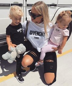 Daily fashion all trends dresses shoes pants jeans Daily Fashion, Trendy Fashion, Girl Fashion, Jeans Fashion, Tammy Hembrow, Pretty Baby, Mom Outfits, Beautiful Family, Mom And Baby