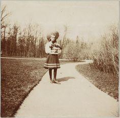 Grand Duchess Olga Nikolaevna em Tsarskoye Selo em 1908.